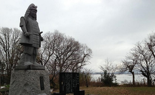 坂本城跡と明智光秀像